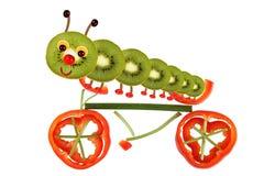 从蔬菜和水果的小滑稽的人 向量例证