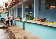 蔬菜批发市场用混杂的水果和蔬菜 免版税库存照片