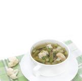 蔬菜汤用花椰菜、青豆和绿豆 免版税库存图片
