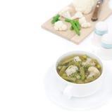 蔬菜汤用被隔绝的花椰菜和青豆 库存照片