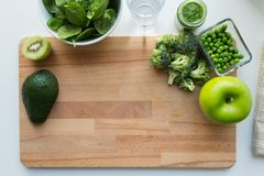 蔬菜泥或婴儿食品和果子在船上 库存图片