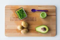 蔬菜泥或婴儿食品在木板 库存图片