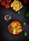 蔬菜通心粉汤,与面团的意大利蔬菜汤 图库摄影