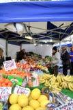 蔬菜水果商市场摊位 免版税图库摄影