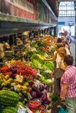 蔬菜水果商摊位在赫诺瓦上Mercato Orientale市场  Lig 库存照片