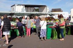 蔬菜水果商的市场摊位 库存照片