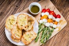 蕃茄乳酪和面包开胃菜 图库摄影