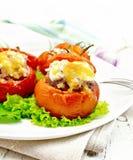 蕃茄充塞用米和肉用莴苣在板材在蟒蛇 免版税库存图片