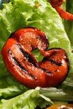 蕃茄切片和莴苣 免版税图库摄影