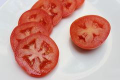 蕃茄切片在高定义的圈子投入了 库存照片