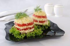 蕃茄切片开胃菜与锋利的乳酪装填的 图库摄影