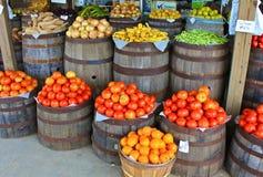 蕃茄和其他在国家商店的产物 库存照片
