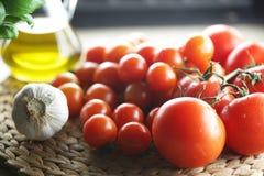 蕃茄和大蒜 免版税库存照片