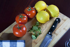 蕃茄和柠檬 免版税库存照片