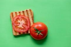 蕃茄和烤多士 库存照片