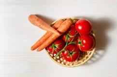 蕃茄和红萝卜 免版税库存图片