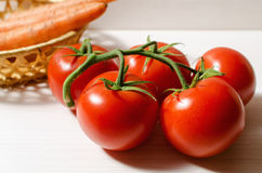 蕃茄和红萝卜 免版税图库摄影