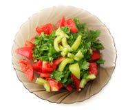 蕃茄和胡椒沙拉板材在白色隔绝的 免版税库存图片