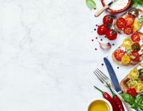蕃茄和蓬蒿三明治 库存照片