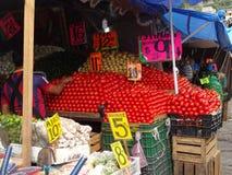 蕃茄在一个市场上在奇尔潘辛戈 图库摄影