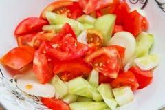 蕃茄在低谷阿塞拜疆人沙拉里面的黄瓜沙拉 免版税库存照片