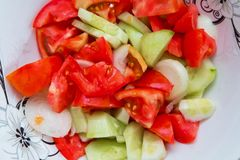 蕃茄在低谷阿塞拜疆人沙拉里面的黄瓜沙拉 免版税库存图片