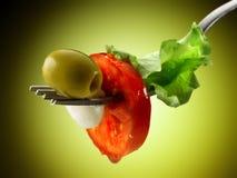 蕃茄无盐干酪和沙拉 免版税库存图片