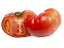 蕃茄红色成熟,整个和在关于白色背景的一个部分 免版税图库摄影