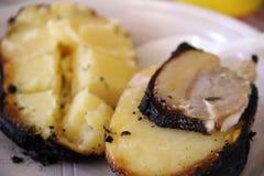蕃茄&土豆 鲜美,可口,开胃,健康 木头被射击的格栅菜 烤菜 烹调在串 图库摄影