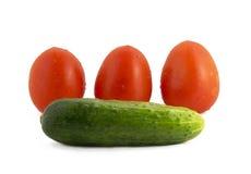 蕃茄黄瓜孤立 图库摄影