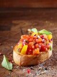 蕃茄bruschetta或开胃小菜 免版税库存照片