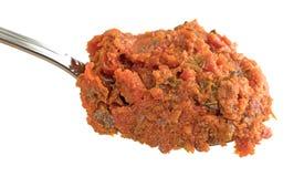 蕃茄pesto在匙子的调味汁部分 库存图片