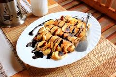 薄煎饼充塞用粗面粉,香蕉和 免版税库存照片