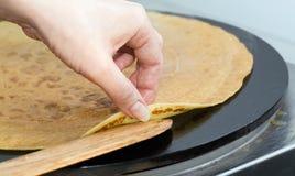薄煎饼准备 库存图片