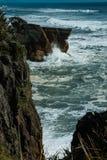 薄煎饼在西部海岸的岩石峡谷在新西兰 免版税库存照片