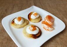 薄煎饼有酸奶干酪和普通话视图 图库摄影
