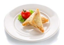 薄煎饼油煎了用在白色背景的蕃茄 免版税库存图片