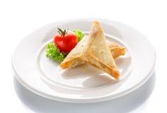 薄煎饼油煎了用在白色背景的蕃茄 免版税库存照片