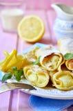 薄煎饼烘烤与凝乳柠檬装填 免版税库存图片