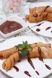 薄煎饼用巧克力汁 免版税图库摄影