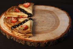 薄煎饼用新鲜的蓝莓 免版税图库摄影