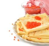 薄煎饼用红色鱼子酱 库存图片