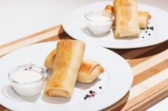 薄煎饼用肉、酸性稀奶油和胡椒 免版税库存图片