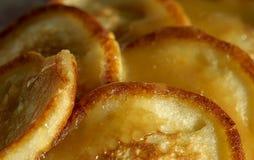 薄煎饼用蜂蜜 免版税库存图片