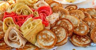 薄煎饼-在Shrove忏悔节的一顿欢乐膳食 免版税库存图片