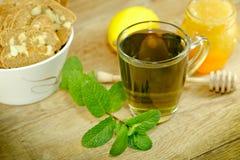 薄荷的茶-健康饮料 免版税库存图片