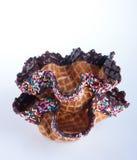 薄酥饼碗 在背景的薄酥饼碗 库存图片