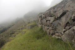 薄雾下来从山 库存照片