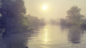薄雾和和河的 免版税库存照片