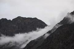 薄雾和山 库存照片